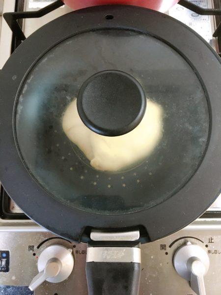【写真で解説】料理が苦手な僕も簡単に作れる『無印のナン』の作り方 チーズ ふた