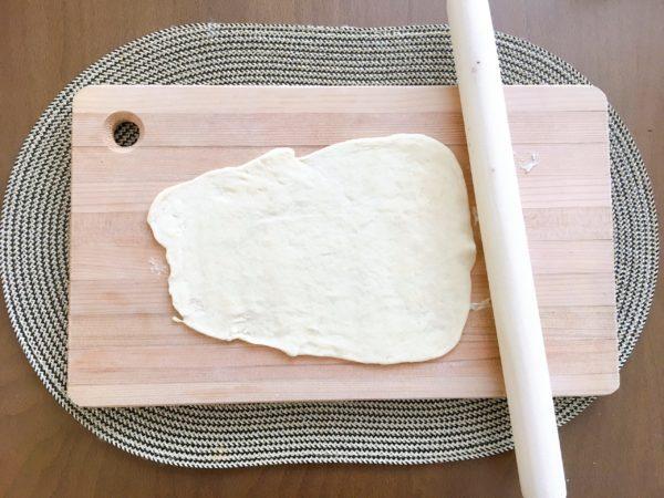 【写真で解説】料理が苦手な僕も簡単に作れる『無印のナン』の作り方 ナン 伸ばす