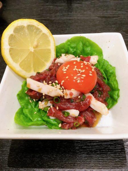 『馬肉料理りょう馬』京橋で家族と一緒に馬肉を食べたい方にオススメ 桜ユッケ